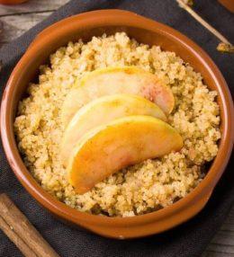 Bowl de quinoa, manzana y plátano